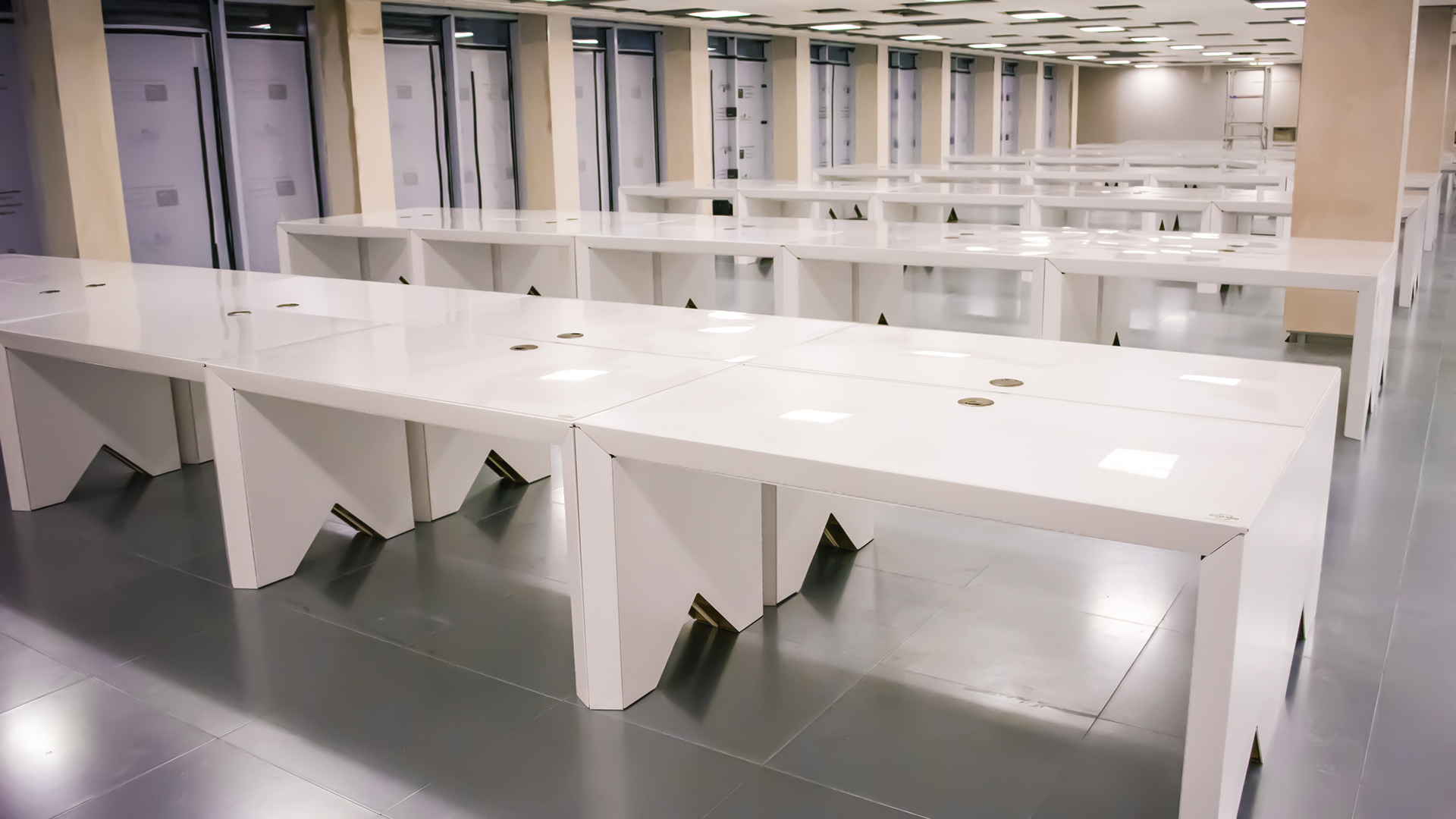 Multiplex embraces sustainability by using recycled ECO360 cardboard desks at 100 Bishopsgate