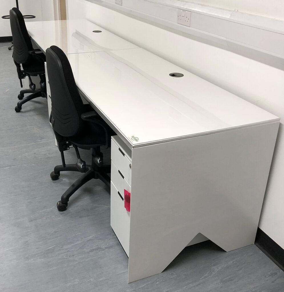 skanska-51-moorgate-project-office-sustainability-recyclable-desk-cardboard-construction-deep-green-1200