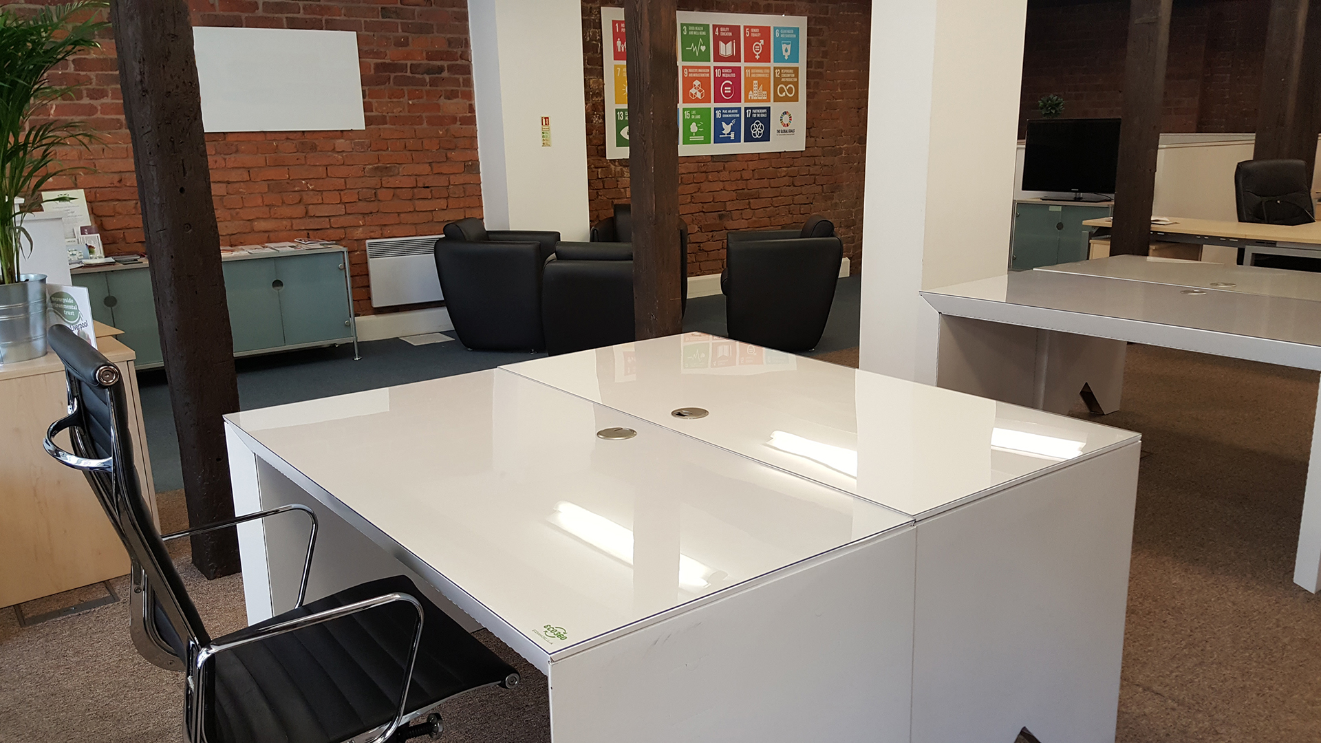"""Fully recyclable """"hot desks"""" for 2030 Hub Liverpool"""