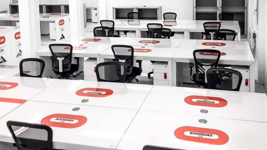 Bouygues-eco360-cardboard-desk-installation-site-office-hotdesk-1080